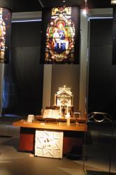 """[Museum d'histoire naturelle de Lyon : exposition """"Chefs-d'oeuvre, trésors et quoi encore..."""", 2001]"""