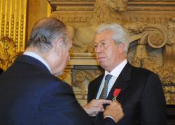 [André Soulier décoré dans l'Ordre de la Légion d'honneur]