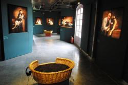 """[Château de Lacroix-Laval : exposition """"Tant de chiens"""", 2002]"""
