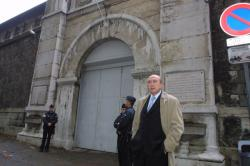 [Pierre Bédier, secrétaire d'Etat, visite les prisons lyonnaises]