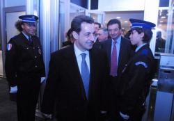 [Nicolas Sarkozy en visite à la sous-direction de la Police Technique et Scientifique à Ecully]