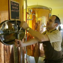 [Fabrication de bière artisanale à la brasserie Georges]