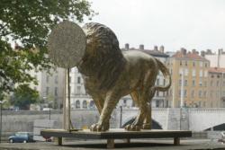 """[""""60 lions, 60 lieux, 60 artistes""""]"""