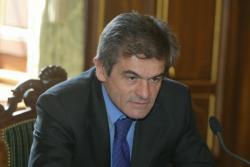 [Proche-Orient: Gérard Collomb reçoit la commission de la Paix]