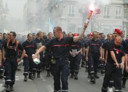 [Les pompiers en grève]