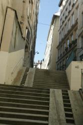 [4 rue de Thou à Lyon: traboule dite à trois entrées]