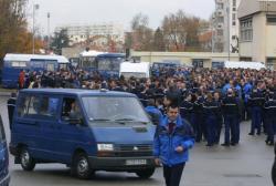 [Manifestation des gendarmes à la caserne Raby, à Bron]