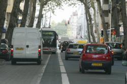 [Circulation et stationnement en double-file à Lyon]