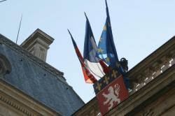 [Décès du souverain pontife Jean-Paul II : drapeaux en berne à l'hôtel de ville]