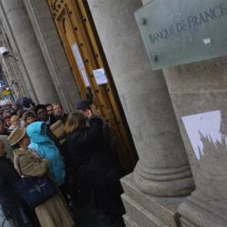 [File d'attente devant la succursale lyonnaise de la banque de France]