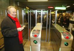 [Transports en commun lyonnais : inauguration des portiques d'accès au métro (ligne A, station Masséna)]