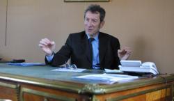 [Pierre Bertin-Hugault, ancien maire d'Ecully]
