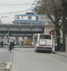 [Le pont du chemin de fer de la place Jean-Macé]