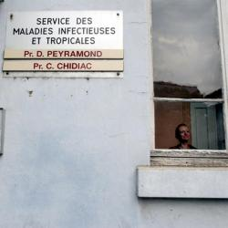 [Hôpital de la Croix-Rousse : service des maladies infectieuses et tropicales]