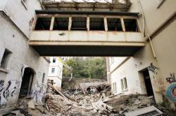 [Démolition du centre hospitalier gériatrique du Mont-d'Or, à Albigny-sur-Saône]