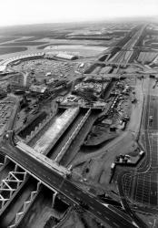 [Construction de la gare TGV à l'aéroport Lyon Saint Exupéry : vue aérienne]