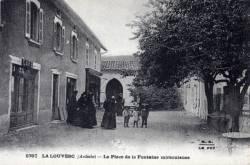 La Louvesc (Ardèche): La place de la Fontaine miraculeuse.