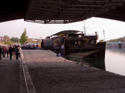 Le Quai Victor-Augagneur : sous le pont Wilson
