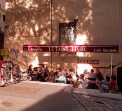 Café-Librairie Le Tasse Livre, rue Louis Vitet