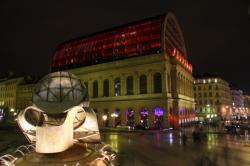 Opéra de Lyon, de nuit, depuis la place Louis Pradel