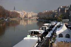 Quai de Saône, vue du quai Fulchiron. Passerelle Saint-Georges