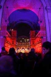 Fête des Lumières 2010 : cour intérieure de l'Hôtel de Ville