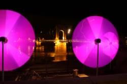 Fête des Lumières 2010 : animation sur le quai général Sarrail, à proximité de la passerelle du Collège
