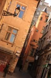 Quartier du Vieux Lyon, maison avec tourelle à l'angle de la montée du Change, rue Juiverie