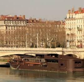 Berges du Rhône au niveau du pont Wilson