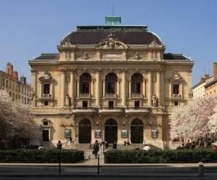 Le Théâtre des Célestins, au printemps.