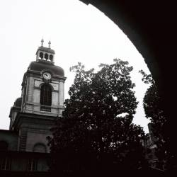 L'horloge centrale de l'hôtel-Dieu
