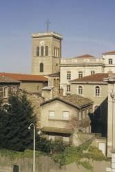 Église Saint-Irénée et maisons alentours