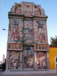 Espace Diego Rivera : façade préhispanique, 19 rue George-Gouy, Lyon 7e