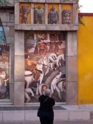 Espace Diego Rivera : façade préhispanique, la canne à sucre.