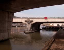 """Allégories """"Le Rhône et La Saône"""" sur le Pont Kitchener-Marchand"""