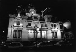[Villa d'Antoine Lumière, de nuit]