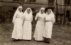 [Groupe d'infirmières à l'Hôpital militaire no. 5 bis, pendant la Guerre de 1914-1918]