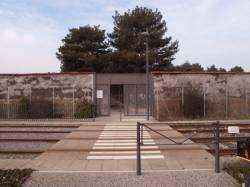 Porte du Cimetière de Villeurbanne en bordure de la Ligne de l'Est (T3)