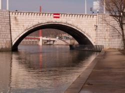 Le pont Bonaparte vu depuis le bas-port Tilsitt