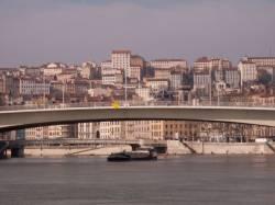 Pont du Maréchal-Juin vu depuis le bas-port Saint-Antoine