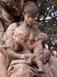 Le square Georges-Bazin : statue allégorique