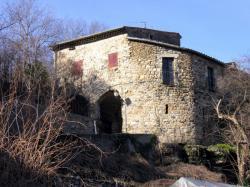 Village de Coux, Ardèche : maison en pierres