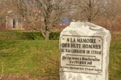 Stèle commémorative du square Armand-Philippe