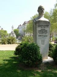 Buste de Joseph Serlin sur la place Lyautey