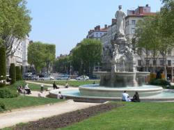 La fontaine Morand sur la place Lyautey