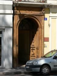 Porte cochère sur la place Maréchal Lyautey