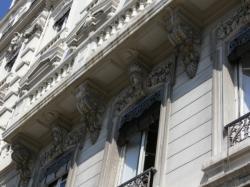 À l'angle de l'avenue Duquesne et du quai de Serbie : détail