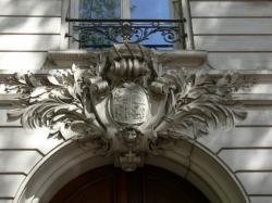 Immeuble d'habitation, 17 avenue Foch : armoiries des Hospices civils de Lyon