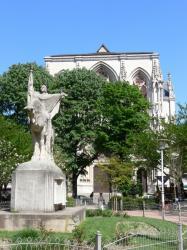 L'Eglise de la Rédemption et la place Puvis-de-Chavannes