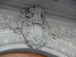 Hôtel du gouverneur militaire de Lyon : détail du linteau